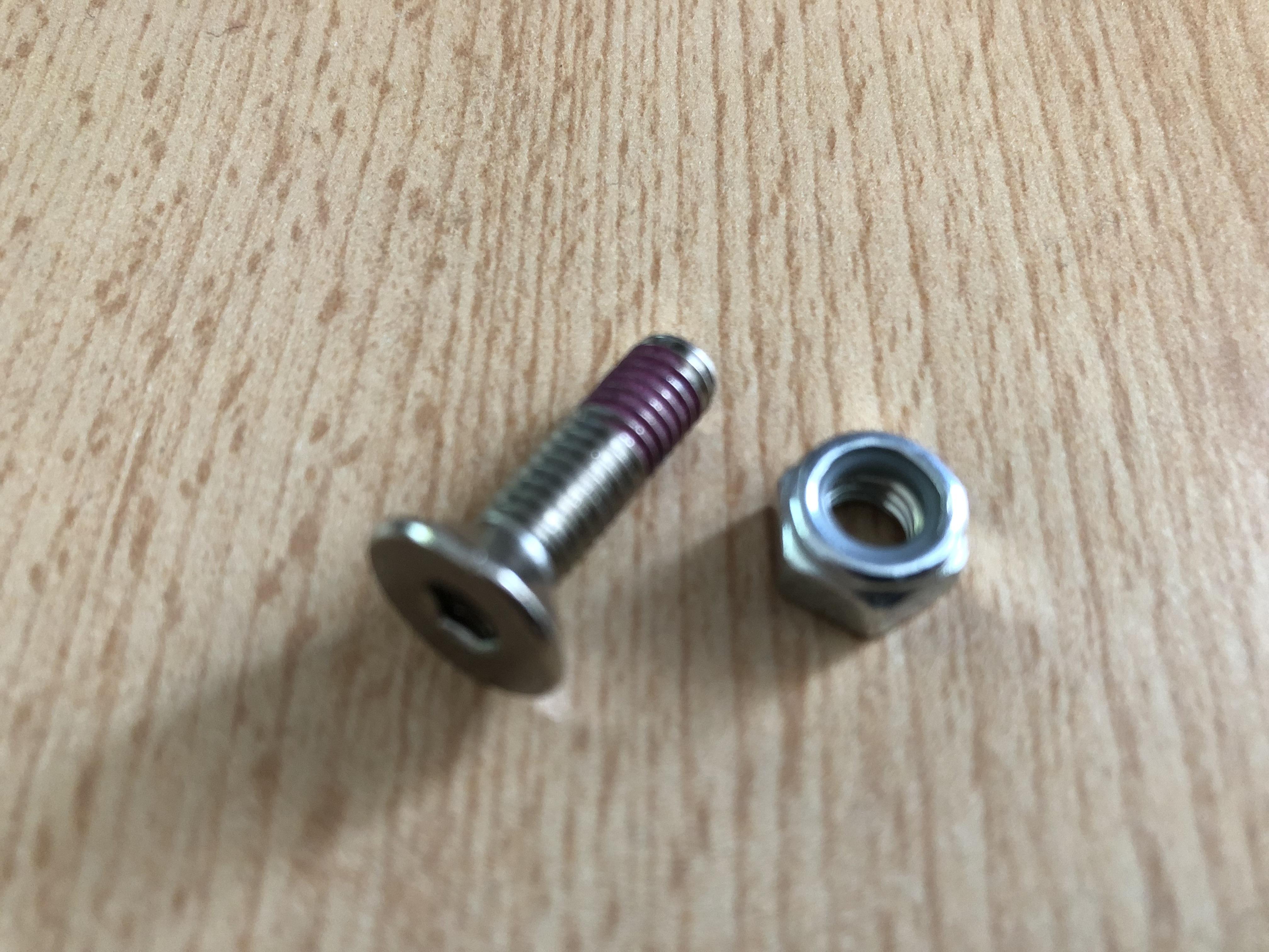 Micro - Vise avec écrou pour